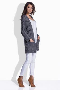 8e0e057a9779 Vyrába sa v dámskej aj pánskej verzii. Je to sveter bez límca